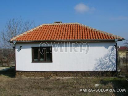 Furnished house 12 km from the beach back