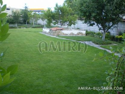 Furnished house 10km from Varna garden 3