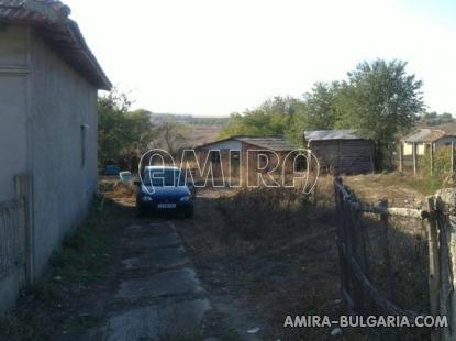 Cheap Bulgarian house 55 km from the beach back