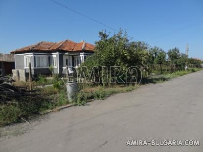House in Bulgaria 4 km from the beach road access