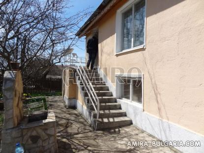 Renovated house 22 km from the beach side
