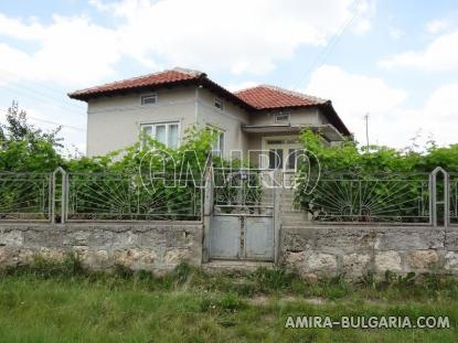 House in Bulgaria 40km from the seaside fence 2