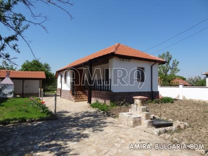 House with garage 48 km from the beach front 3