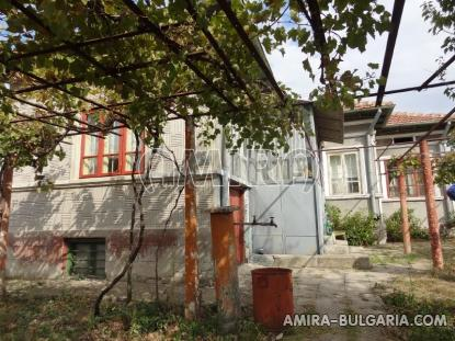 House with garage in Bulgaria 8