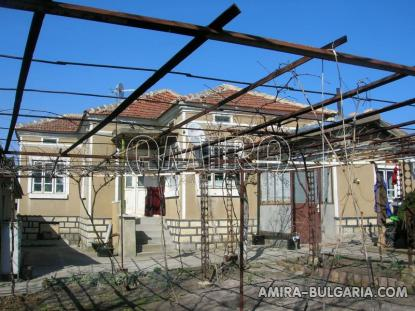 House 11 km from Dobrich Bulgaria front