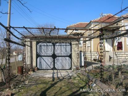 House 11 km from Dobrich Bulgaria garage