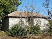 House with big plot 8km from the beach