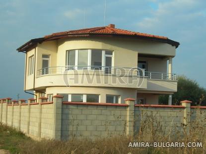 Sea view villa near a golf course front