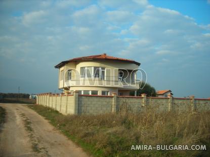 Sea view villa near a golf course road access