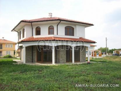 Massive 3 bedroom house 8 km from the beach front 2