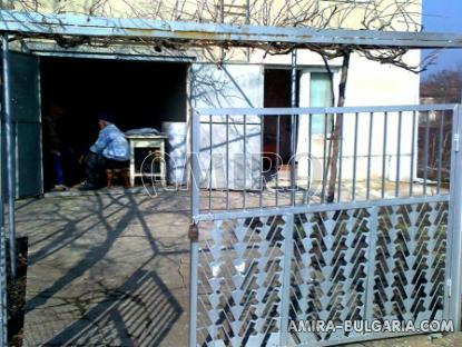 Bulgarian home 39km from the beach garage