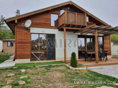 Massive 3 bedroom house 8 km from the beach front