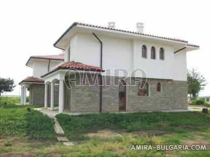 Massive 3 bedroom house 8 km from the beach houses 2