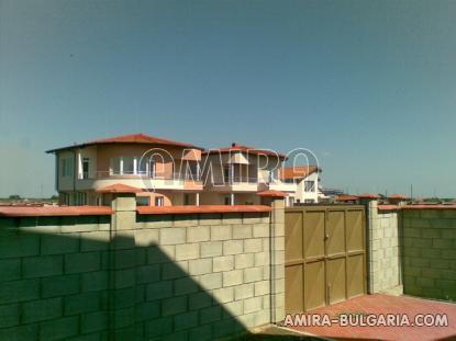 Sea view villa near a golf course parking area