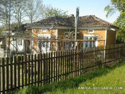 Bulgarian holiday home near a dam 1
