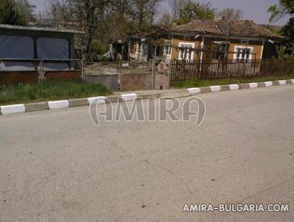 Bulgarian holiday home near a dam road access