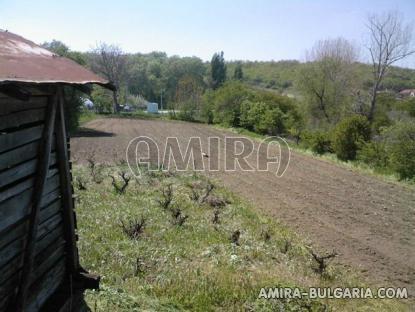 Bulgarian holiday home near a dam garden