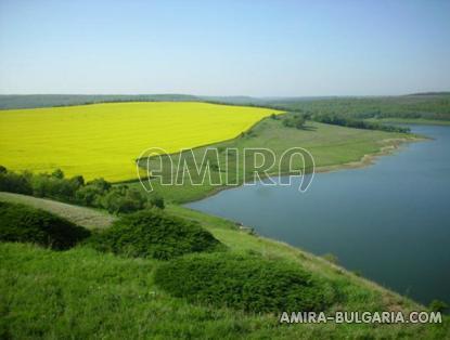 Bulgarian holiday home near a dam lake