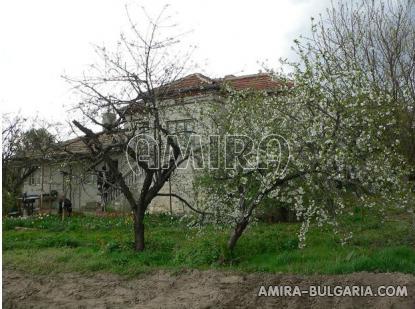 House in Bulgaria near a dam garden