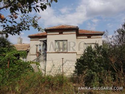 House in Bulgaria near a dam 1