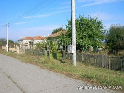 House in Bulgaria 43 km from the beach road access